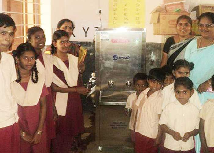 VDistributing Water Purifier to Madukarai Panchayat Union Middle School